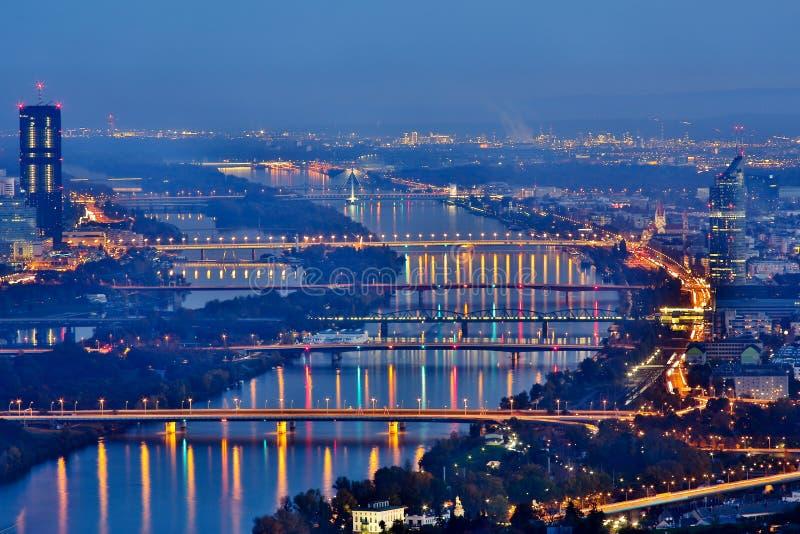 Wien bis zum Nacht lizenzfreie stockfotos