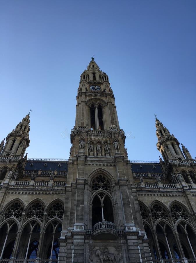 Wien borgmästarehus som står högt den April 2018 våren royaltyfria bilder