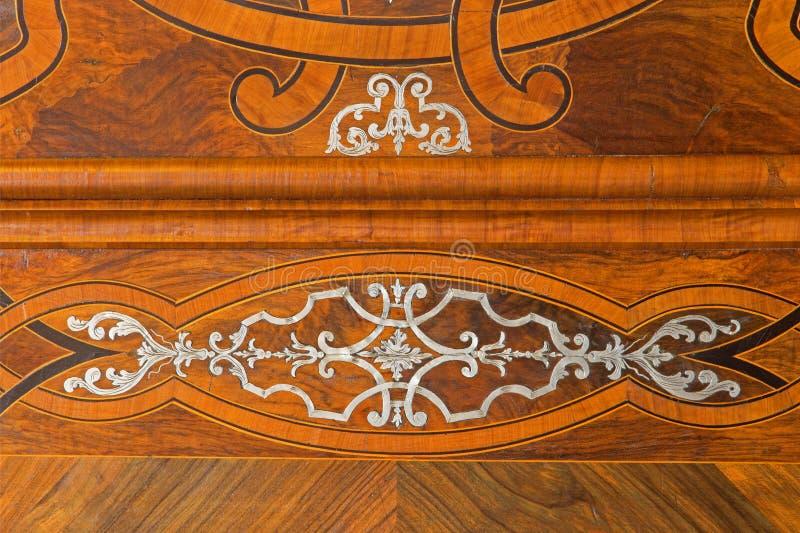 Wien - detalj av den barocka intarsiaen på sakristiadörren av Sts Anne kyrka. royaltyfria bilder