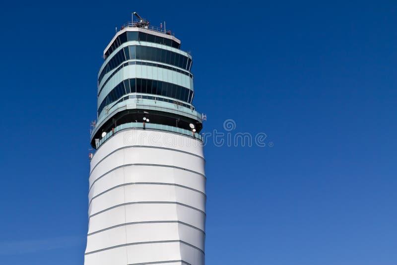 Wien-Flughafenkontrollturm lizenzfreies stockfoto