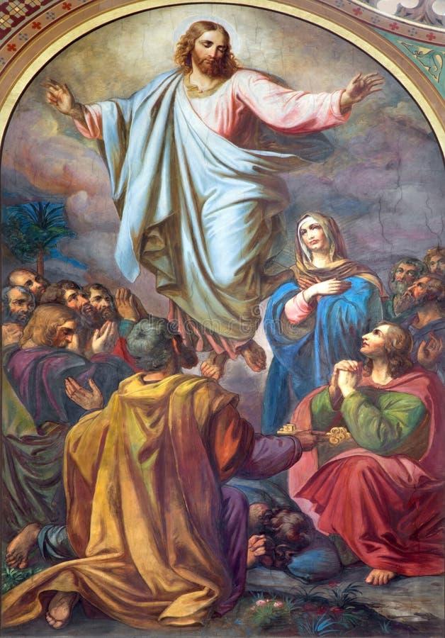 Wien - freskomålning av uppstigningen av Herren i skepp av den Altlerchenfelder kyrkan royaltyfria foton
