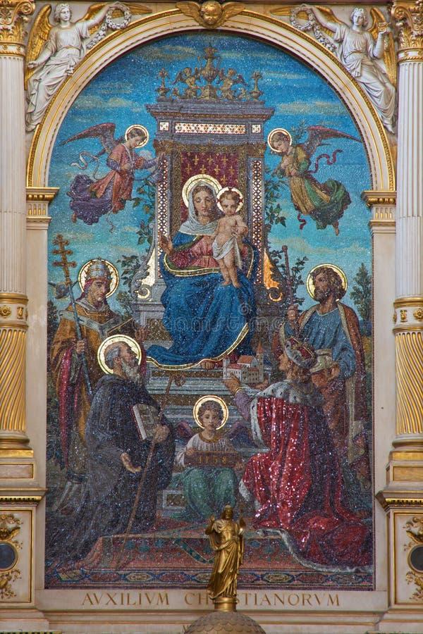 Wien - Glass mosaik av Madonna från Schottenkirche arkivfoton