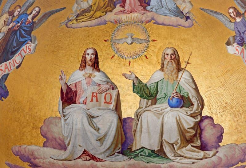 Wien - helig Treenighet. Detalj från freskomålning av platsen från apokalyps från. cent 19. i huvudsaklig absid av den Altlerchenf arkivfoto