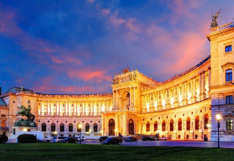 Wien Hofburg imperialistisk slott på natten, - Österrike arkivfoto