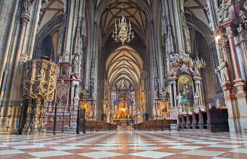 Wien - inomhus av domkyrkan eller Stephansdom för St. Stephens. fotografering för bildbyråer