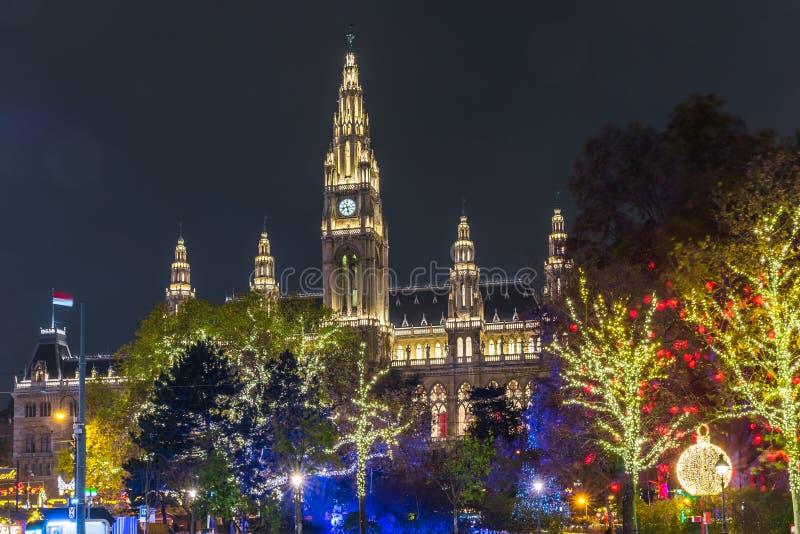 Wien jul marknadsför, Österrike, Europa i natten arkivfoto