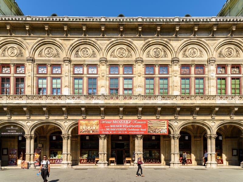 Wien operaboll på den statliga operan arkivfoton