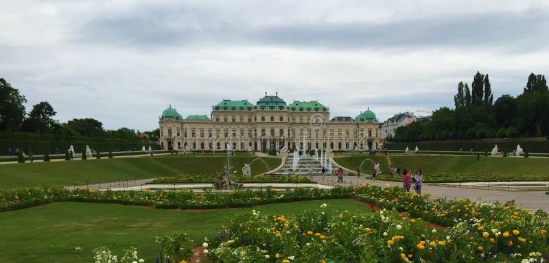Wien - parkera på den Schönbrunn slotten arkivfoto