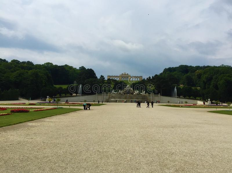 Wien - parkera på den Schönbrunn slotten - Gloriette fotografering för bildbyråer