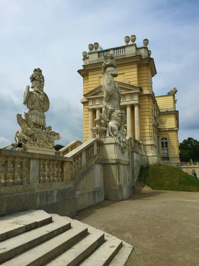 Wien - parkera på den Schönbrunn slotten - Gloriette royaltyfria foton