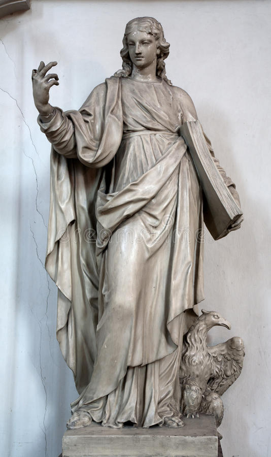 Wien - Statue von Johannes der Evangelist in Minoriten Kirche stockfoto