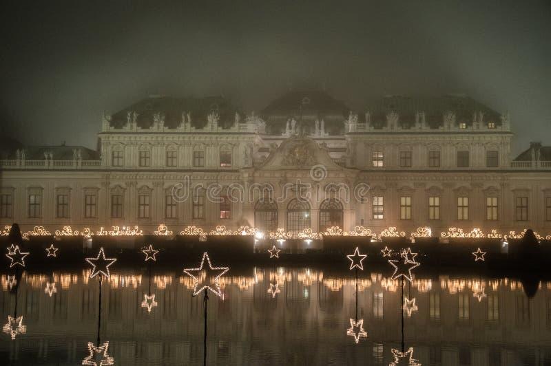 Wienbelvedere 's nachts museum stock foto's