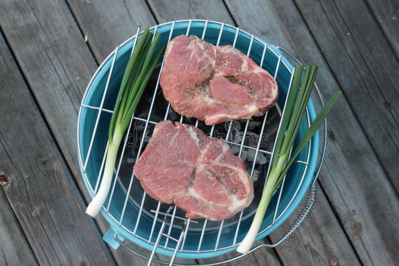 Download Wieprzowin Cutlets Na Grillu Zdjęcie Stock - Obraz złożonej z fillet, jedzenie: 53783110