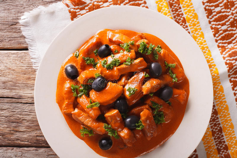 Wieprzowina gulasz w korzennym kumberlandzie wino, pomidory i śmietanka z oliv, zdjęcia royalty free