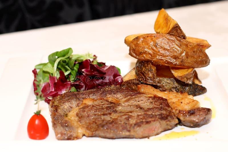 Wieprzowiny mięso z grulami obraz stock