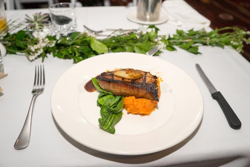 Wieprzowiny polędwicy gościa restauracji posiłek obraz stock
