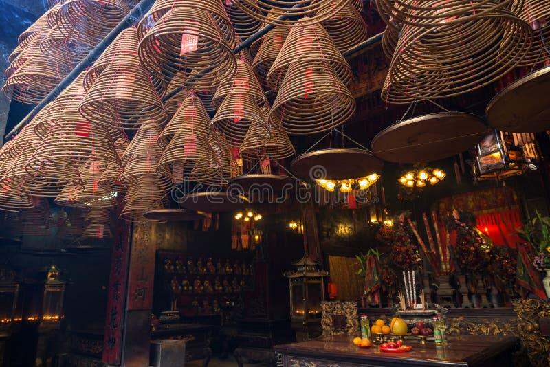 Wierookkegels bij de Man Mo Temple in Tai Po, Hong Kong royalty-vrije stock foto's