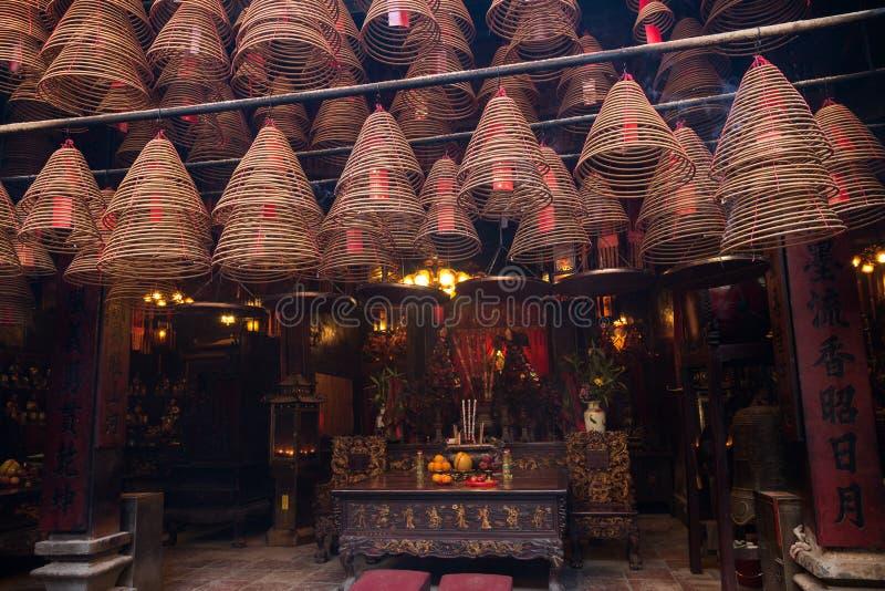 Wierookkegels bij de Man Mo Temple in Tai Po, Hong Kong stock foto's