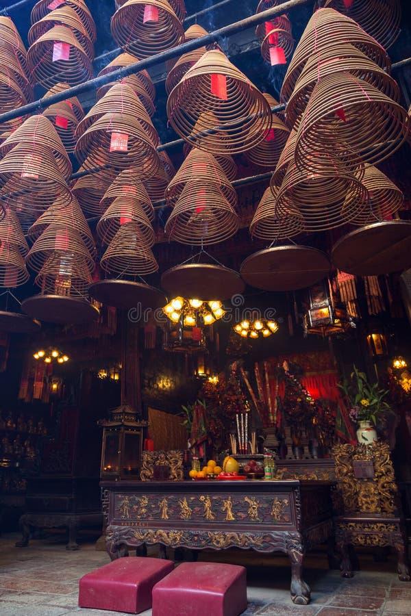 Wierookkegels bij de Man Mo Temple in Tai Po, Hong Kong stock afbeeldingen