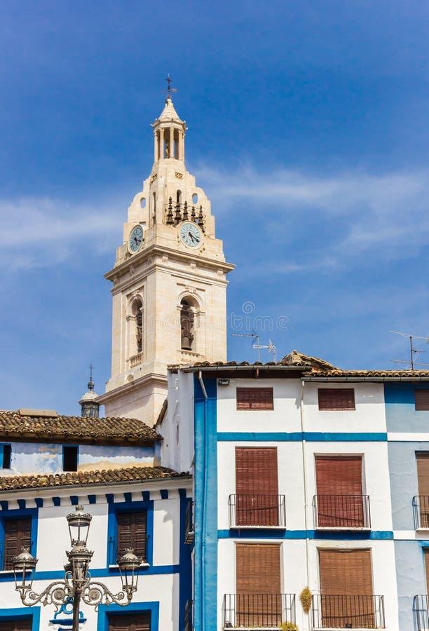 Wierza bazylika Santa Maria i błękitów domy w Xativa obrazy royalty free