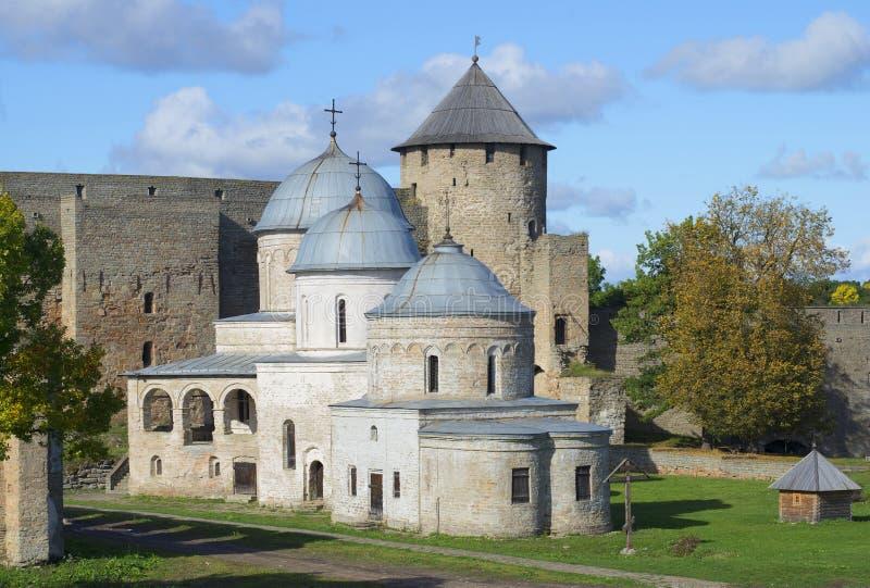 Wierza i kościół Ivangorod Wrzesień forteczny dzień Leningrad region obraz royalty free