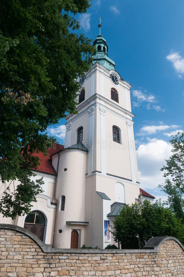 """Wierza KamieÅ """"ÅšlÄ… narciarski kościół Ordynarny Stein - wioska w administracyjnym okręgu Gmina Gogolin obraz stock"""