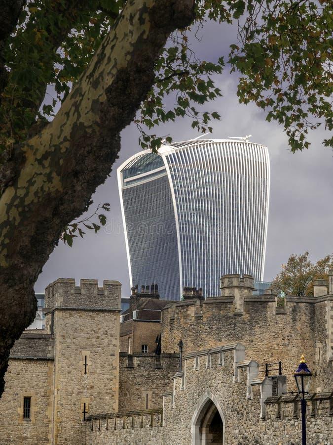 Wierza Londyn z drapaczem chmur fotografia royalty free