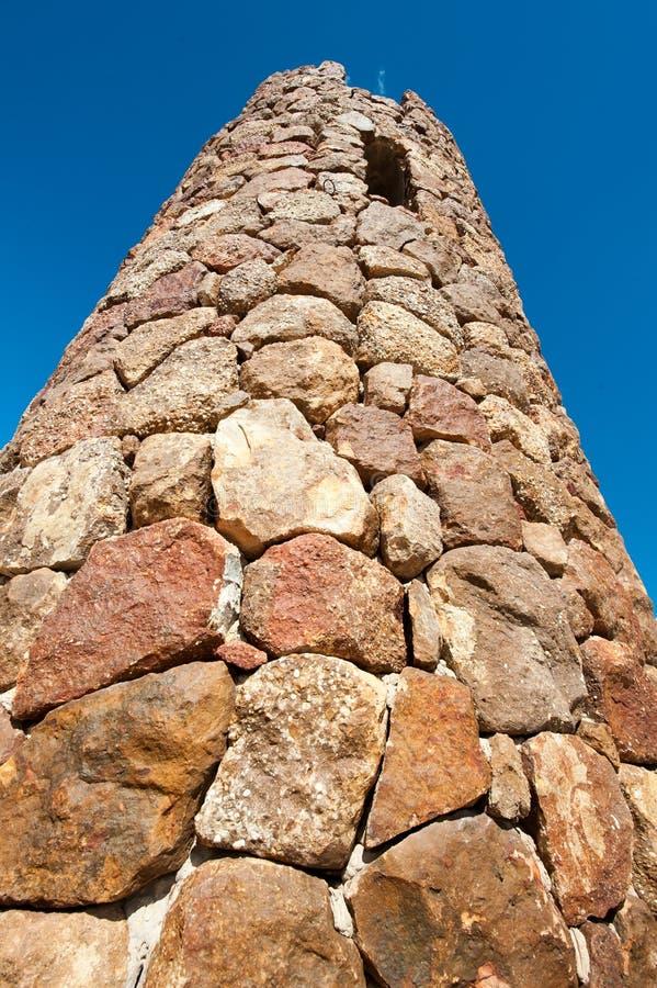 Wierza robić skały z małym okno przy wierzchołkiem zdjęcie stock