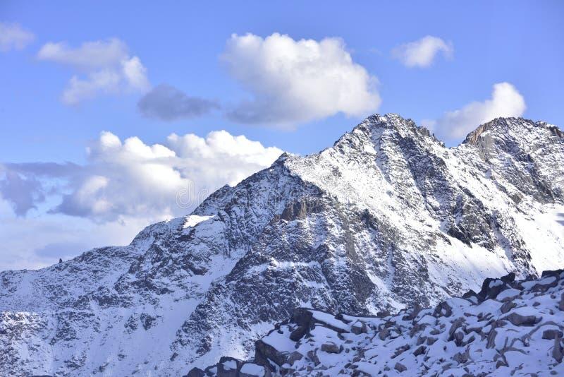 Wierzchołek halna sceneria dagu lodowiec! zdjęcia royalty free