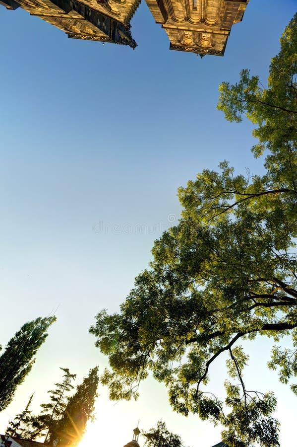 Wierzchołek Piękna stara bazylika święty, republika czech i niektóre otaczający drzewa Peter, Saint Paul, Vysehrad i Praga, obrazy royalty free