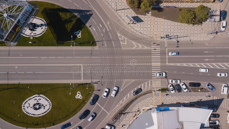 Wierzchołka puszka widok miastowy drogowy ruch drogowy, rondo, złącze trasy ruch drogowy z copyspace fotografia royalty free