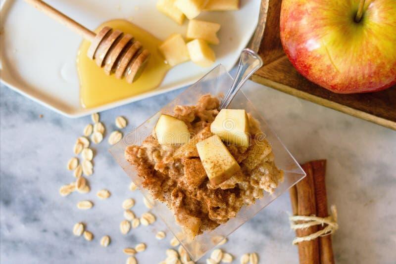 Wierzchołka puszka widok na oatmeal owsiance zdjęcia royalty free