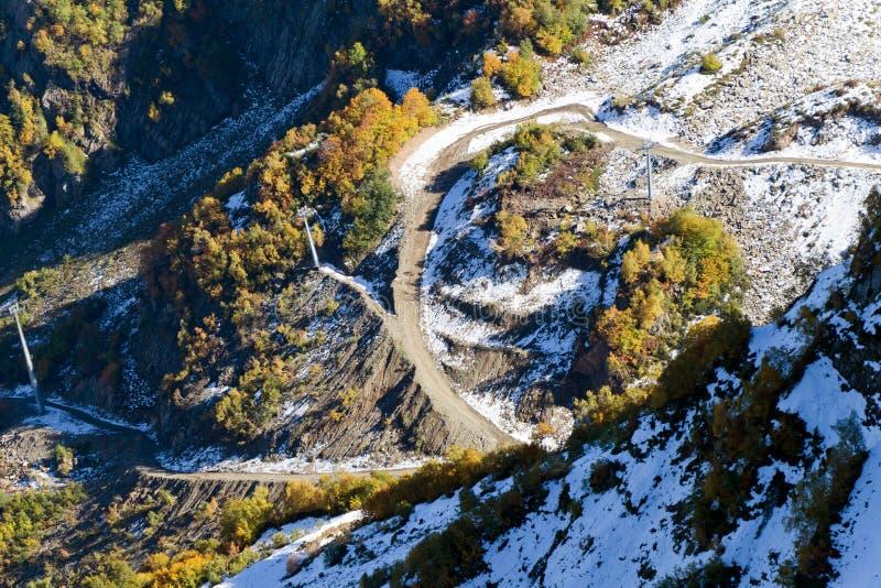 Wierzchołki góry zakrywać z śniegiem Skłony są thic zdjęcie royalty free