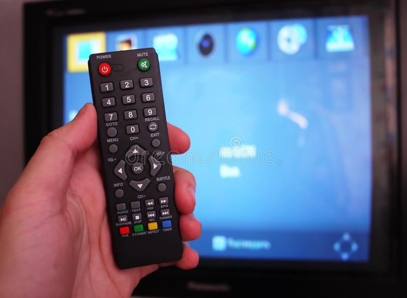 Wierzcho?ka pude?ko dla odbiorczego wideo i TV sygnalizujemy pilot kontroli Szczeg??y w g?r? i fotografia royalty free
