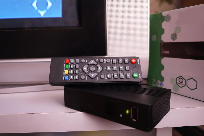 Wierzcho?ka pude?ko dla odbiorczego wideo i TV sygnalizujemy pilot kontroli Szczeg??y w g?r? i obraz stock