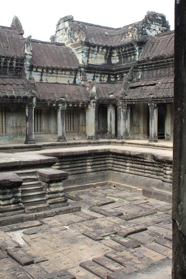 Wierzchu kamienny podwórze przy Angkor Wat, Kambodża zdjęcia stock