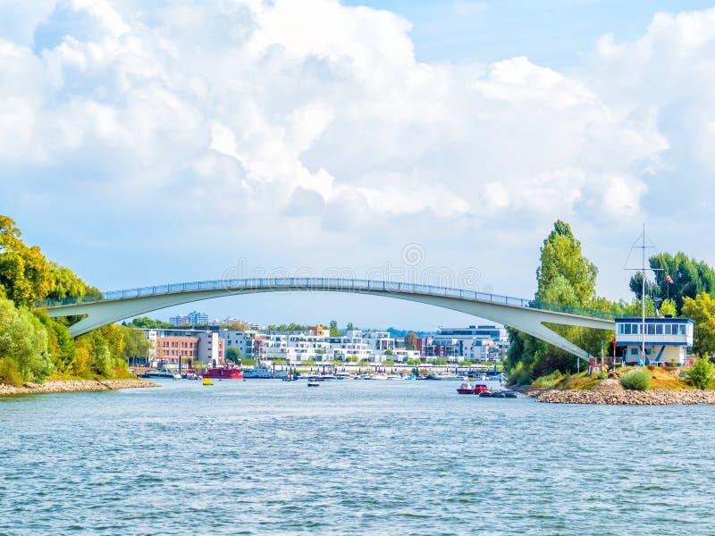 WIESBADEN-SCHIERSTEIN, NIEMCY schronienia Dyckerhoff wiesbaden most, Hesse, Niemcy obraz royalty free
