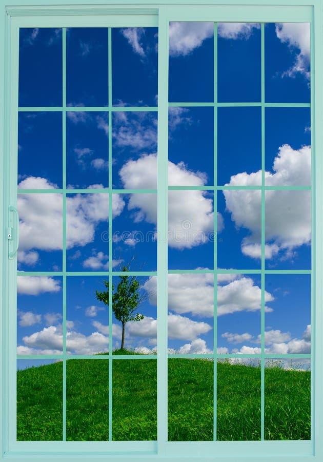 Wiese durch das Fenster lizenzfreies stockfoto