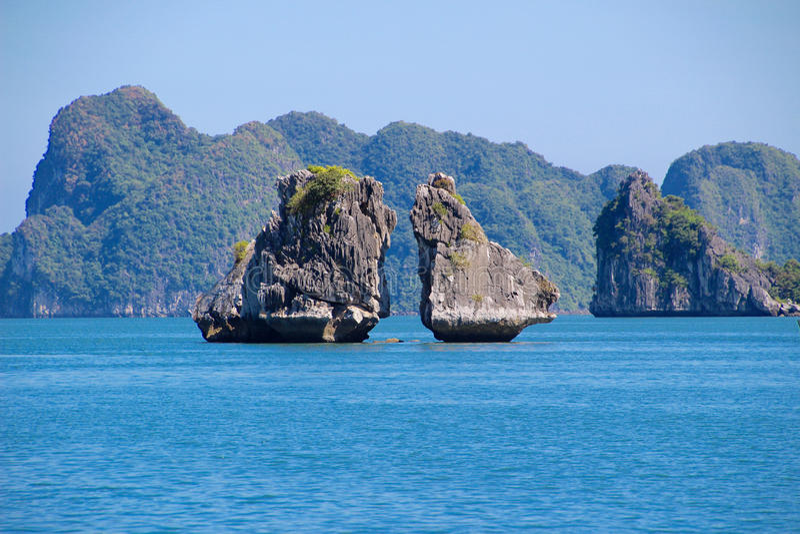Wietnam Halong zatoka - miejsce dokąd smok był urodzony zdjęcie royalty free