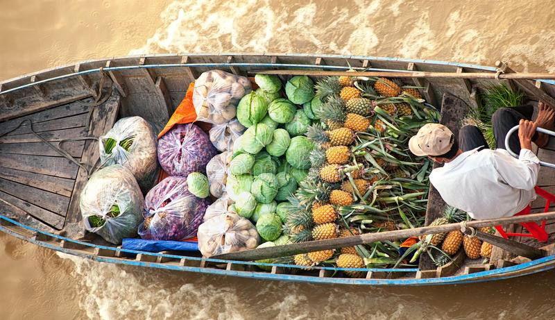 Wietnam, Mekong rzeczna delta, tradycyjny spławowy rynek zdjęcie stock