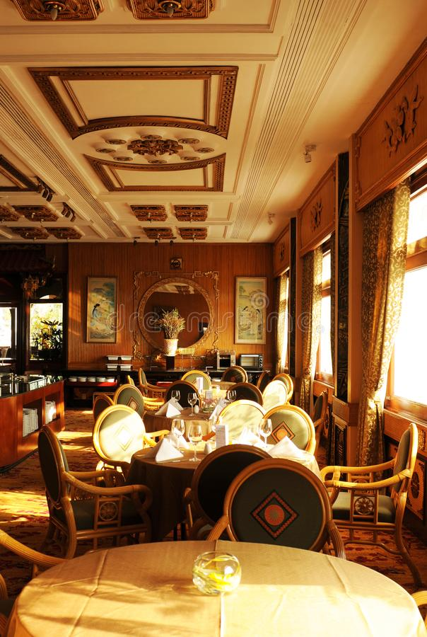 Wietnam: Szlachetna dachowa restauracja legendarny Rex hotel w mieście fotografia royalty free