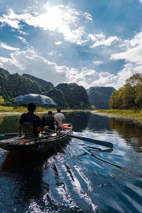 Wietnam Tama Coc łódkowata wycieczka turysyczna obraz stock