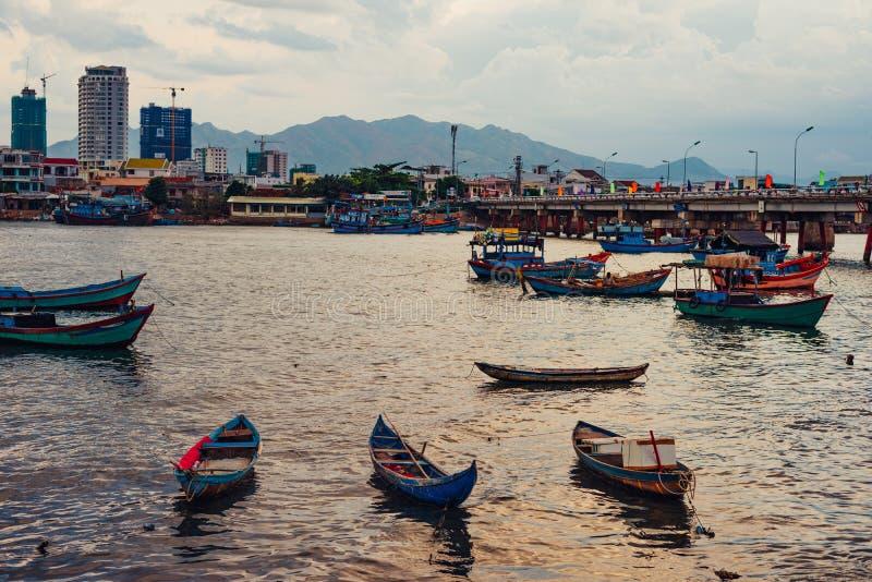 Wietnamscy połowów naczynia w Nha Trang zdjęcia royalty free