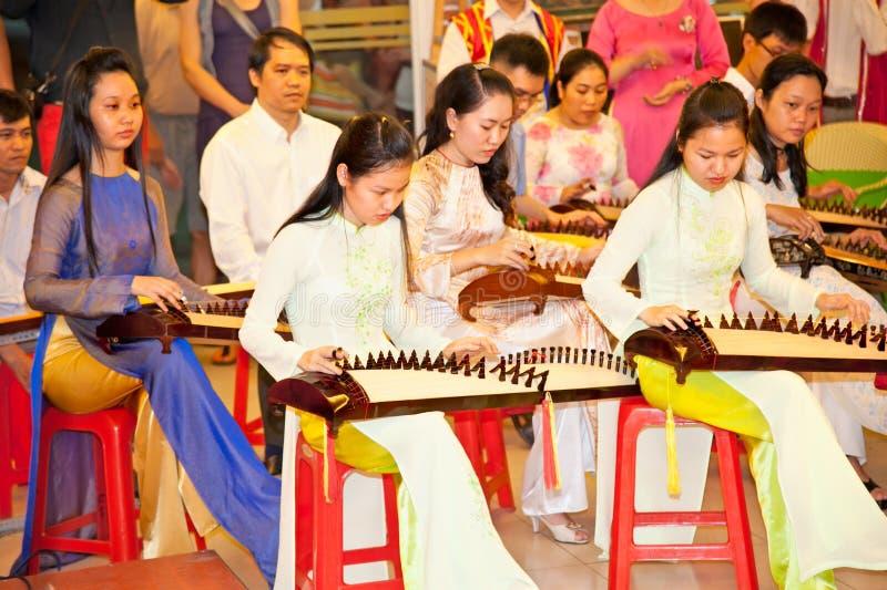 Wietnamski muzyków wykonywać muusic w Saigon, Wietnam fotografia royalty free