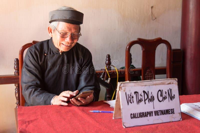 Wietnamskie kaligrafii lekcje, usługi w Hanoi i obraz stock