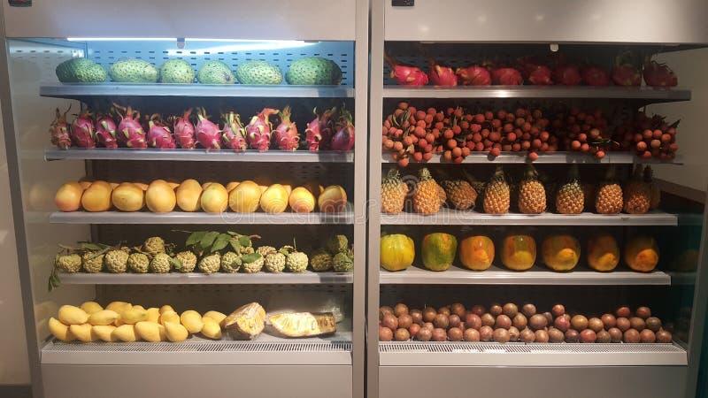 Wietnamskie owoc na witrynie sklepowej fotografia royalty free