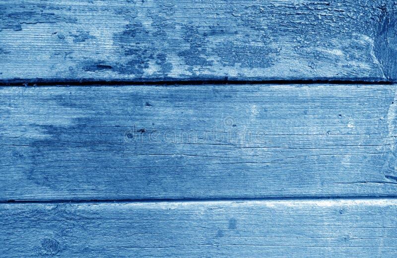 Wietrzejąca drewniana malująca ściana w marynarki wojennej błękita brzmieniu fotografia stock