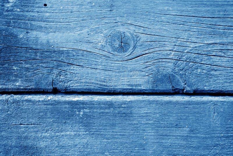 Wietrzejąca drewniana malująca ściana w marynarki wojennej błękita kolorze fotografia royalty free
