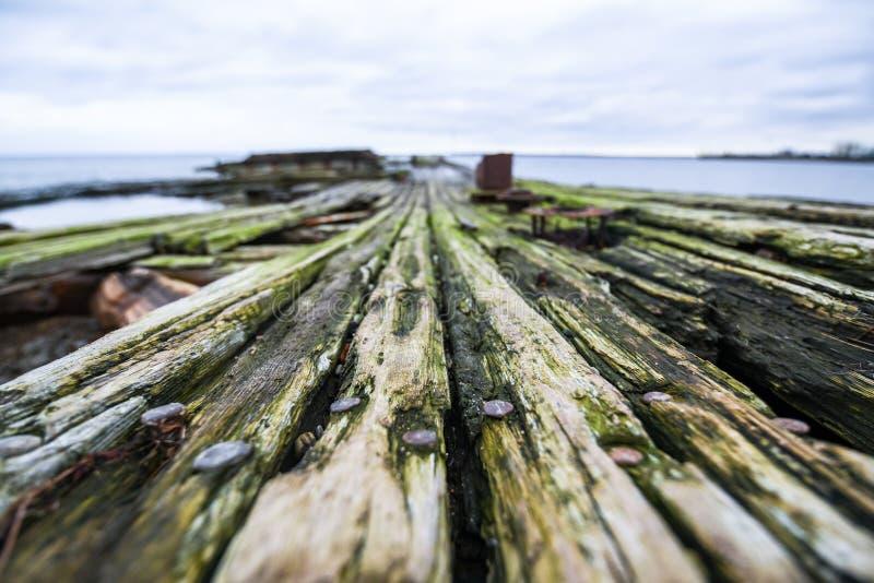 Wietrzejąca drewno powierzchnia zdjęcie stock