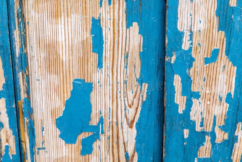 Wietrzejąca obieranie starzejąca się błękitna farba na drewnie obrazy royalty free